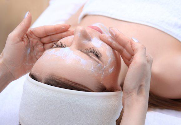 Le 4 migliori maschere viso consigliate dal dermatologo Antonino Di Pietro.