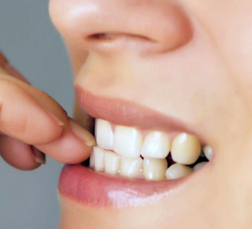 Mangiarsi le unghie: conseguenze per la pelle