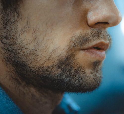 Rasatura: come evitare la comparsa di brufoli