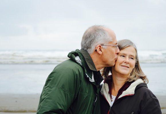 Rimedi per la pelle secca degli anziani: i giusti accorgimenti da seguire.