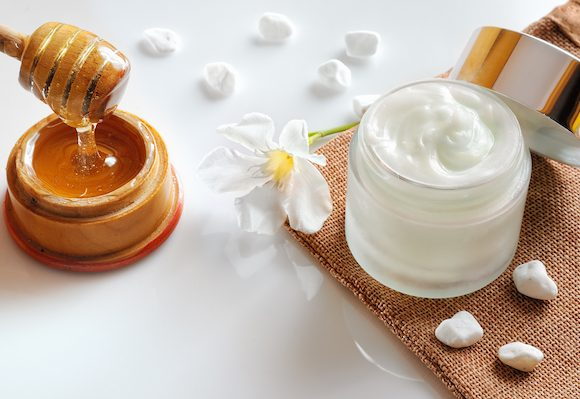 Scopri i rimedi omeopatici contro la pelle secca insieme al dermatologo Antonino Di Pietro.