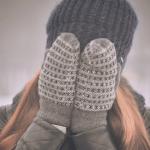 Scopri i rimedi per mani secche e rugose da usare in inverno.
