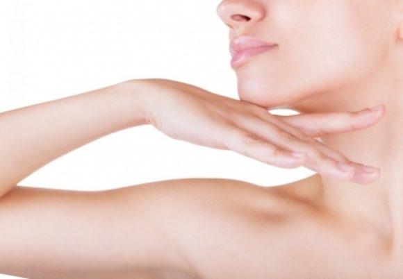 Come attenuare le rughe del collo grazie ai trattamenti dal dermatologo e ai consigli quotidiani.