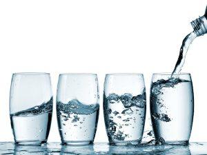 Bere tanta acqua è un'ottima soluzione contro la cellulite.