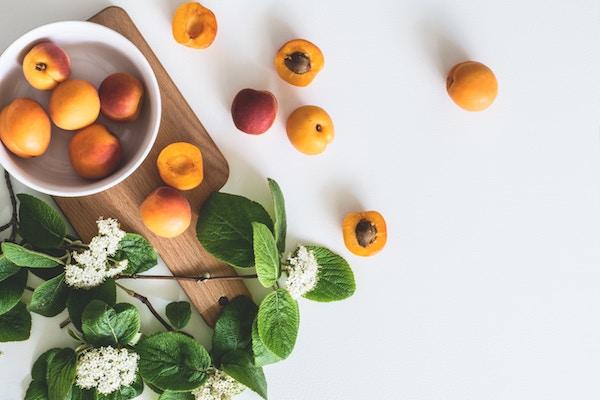 Le albicocche sono ricche di vitamina A.