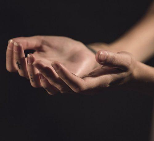 la pellicina intorno alle unghie, se strappata, provoca un'infezione chiamata perionissi