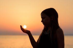 come prevenire l'allergia al sole e i rimedi per curarla.