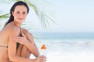 La crema doposole è un must have che non deve mancare nel tuo beauty case per le vacanze.