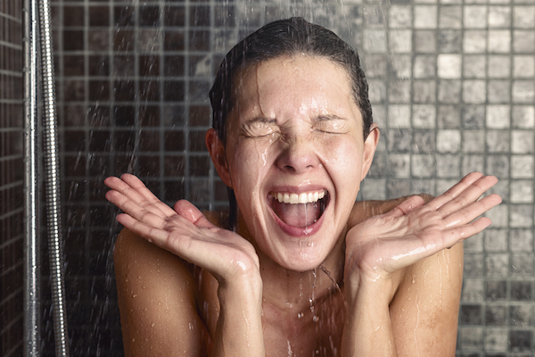 La doccia una buona abitudine per prolungare l'abbronzatura.