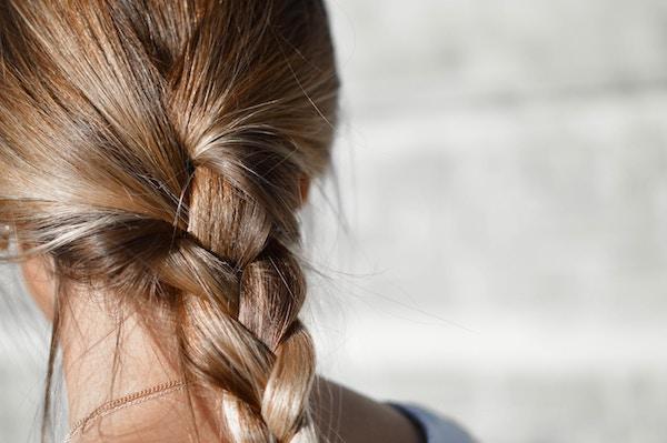 Da cosa è provocata la caduta dei capelli?