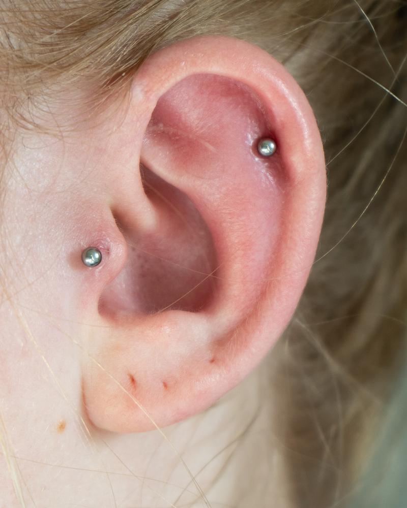 Dopo aver effettuato un piercing all'orecchio, il gonfiore dovrebbe passare entro 24 o 48 ore al massimo