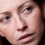 Le macchie sulla pelle sono una conseguenza naturale dell'invecchiamento della pelle, ma si possono prevenire