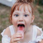 Il colore della lingua può essere rivelatore di alcune patologie: scopri quali.
