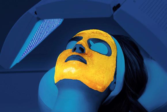 Terapia biofotonica per ridurre i primi segni dell'invecchiamento cutaneo.