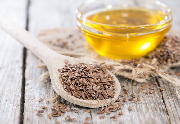 I benefici dell'olio di lino sulla pelle e capelli.