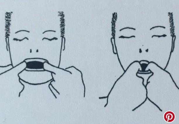 Gli esercizi di ginnastica facciale per prevenire le rughe a marionetta.