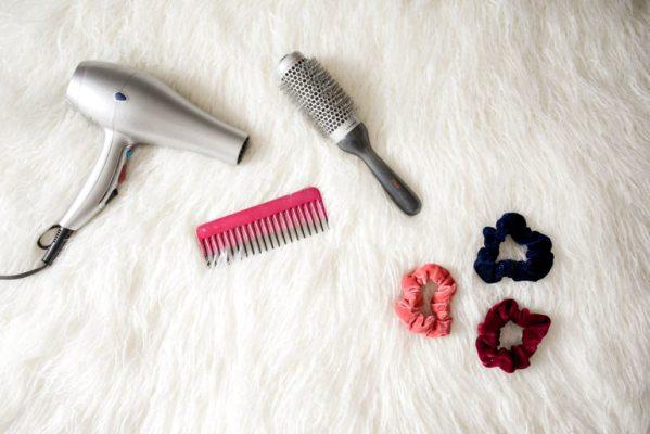 Calore e spazzolate troppo energiche possono minacciare il benessere dei capelli fragili.