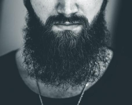 Barba riccia e ispida: quale olio da barba usare?