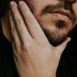 come pettinare la barba per non causare irritazioni cutanee