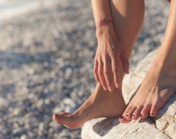 Micosi e allergie sono fra i principali fattori di prurito ai piedi