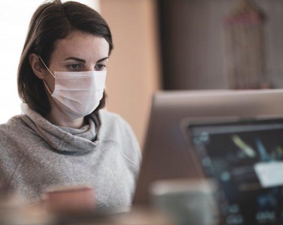 Come prevenire l'irritazione del viso da mascherina