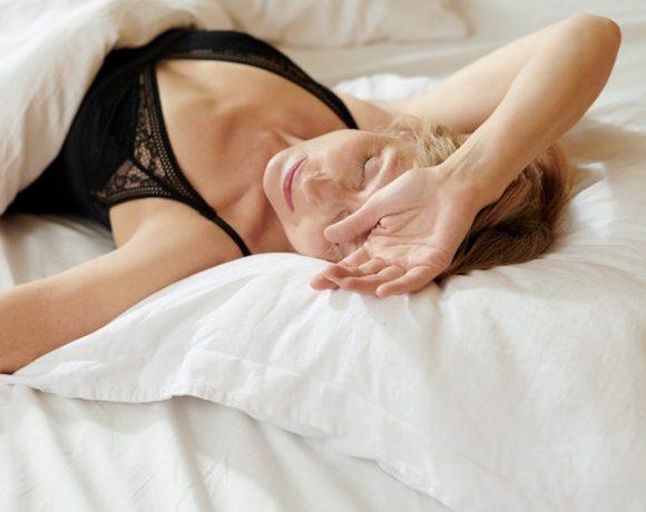 Come agire in caso di sudorazione eccessiva diurna e notturna in menopausa