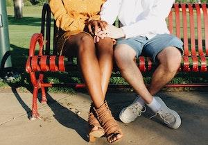 Perdita di peli della gambe in uomo e donne: le cause