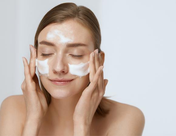 Detegrente viso per acne come sceglierlo?