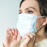 Acne da mascherina: cause e rimedi dal dermatologo