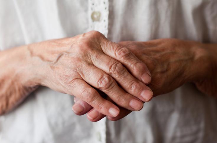 Mani vecchie e svuotate: rimedi e trattamenti